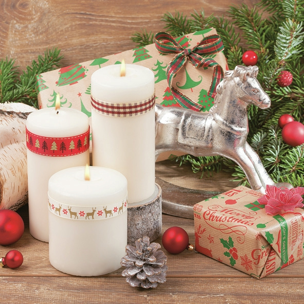 Napkins 33x33 cm - Candles with Kraft Presents